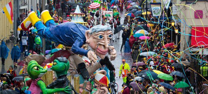 De carnavalsoptocht van 2019 in de Bossche Hinthamerstraat.