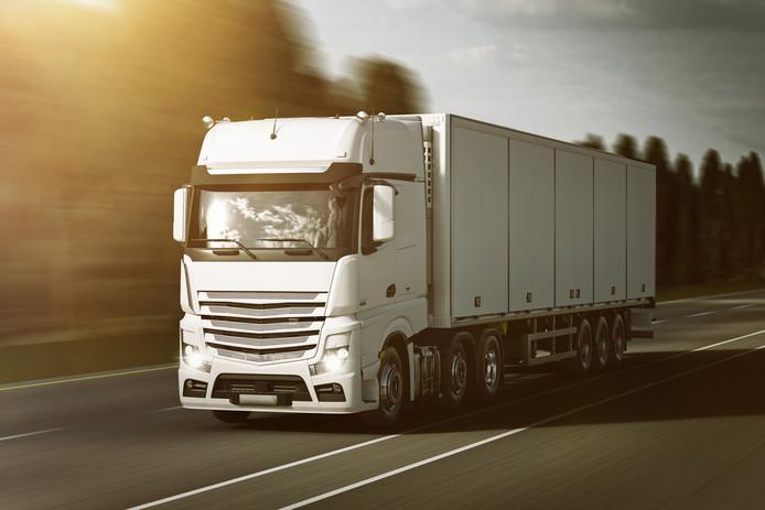 Op een bedrijventerrein in Roosendaal zijn vrijdag vier buitenlanders aangetroffen die verstopt zaten in een Spaanse vrachtwagen. (Stockfoto)