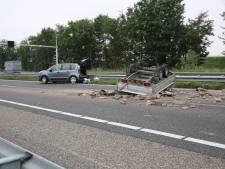Aanhanger vol stenen op zijn kop op A17 bij Roosendaal