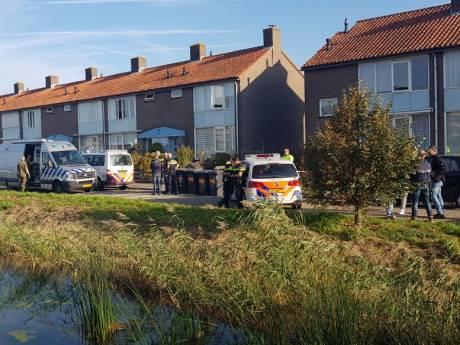 Vuurwapen en zwaar vuurwerk in woning gevonden: bewoner gearresteerd