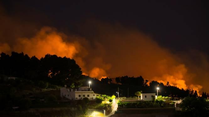 Al 2.000 mensen op de vlucht voor de vlammen op Gran Canaria