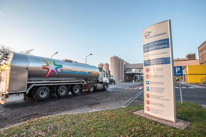 FrieslandCampina Lochem heeft belangstelling voor biogas dat boeren in de omgeving zouden kunnen leveren door stikstofrijke mest te laten vergisten. Zo zou het mes aan twee kanten snijden. Onderzoek moet uitwijzen of dit mogelijk is.