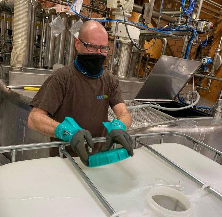 Afgelopen week werd een deel van de fabriek in gebruik genomen voor de productie van 40.000 liter handontsmettingsmiddel.