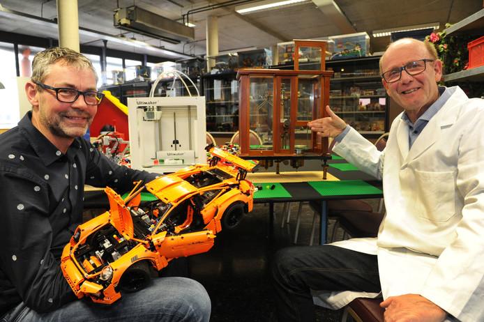 Leo Blok, van de Lego-attractie Blokje bij Blokje, en Michiel Snoek (rechts) van het Laboratoriummuseum Van de Sande werken samen met het Fablab Zeeland van de ZB.