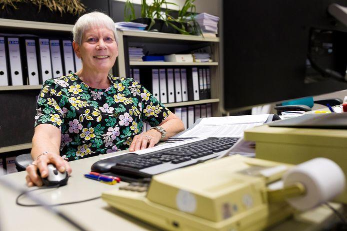 Ineke Kuijpers is 50 jaar in dienst bij LDM in Drunen.