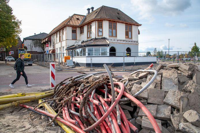 De sloop van het voormalige Café restaurant IJsselmeer aan de boulevard in Harderwijk staat op het punt te beginnen, een foto van afgelopen weekend. Inmiddels is de sloop gestart.