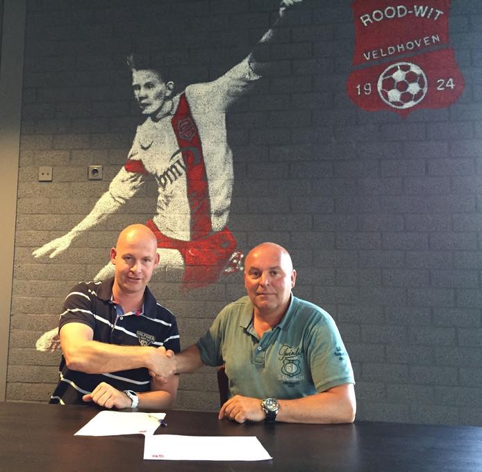 Trainer Robbert Verhoeven (l) en voorzitter René van de Ven van Rood-Wit V.