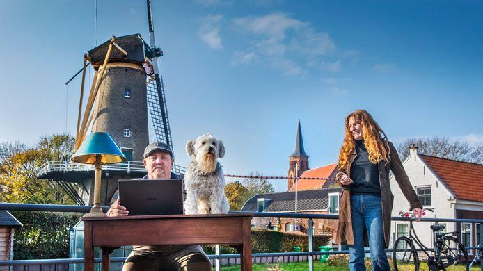 Schrijver Frans van Gaalen en zijn hond met het mooie Loosduinen op de achtergrond.