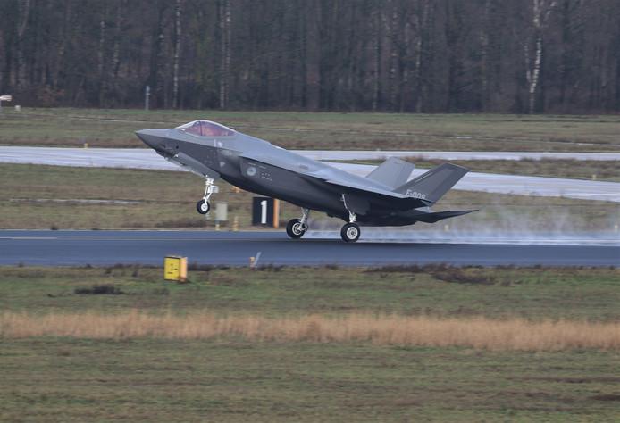 Op 10 januari maakte een F-35 al een 'touch and go'op de vliegbasis Eindhoven. Vliegtuigspotter Joris van Boven maakte deze foto.