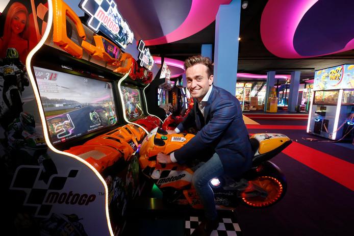 Vrijdag opent Gamestate een filiaal aan de Utrechtse Mariaplaats. Eigenaar Roel Veltmeijer toont een van de vele speelattracties.