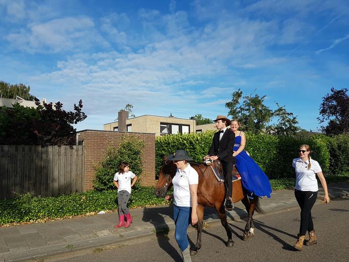 Sommige geslaagden kwamen ter paard
