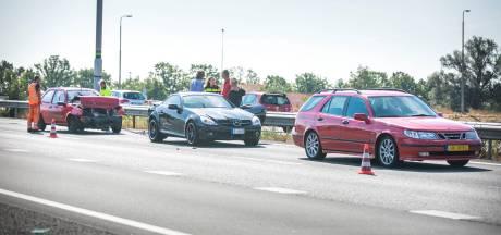 File op A12 na botsing met drie auto's bij Duiven