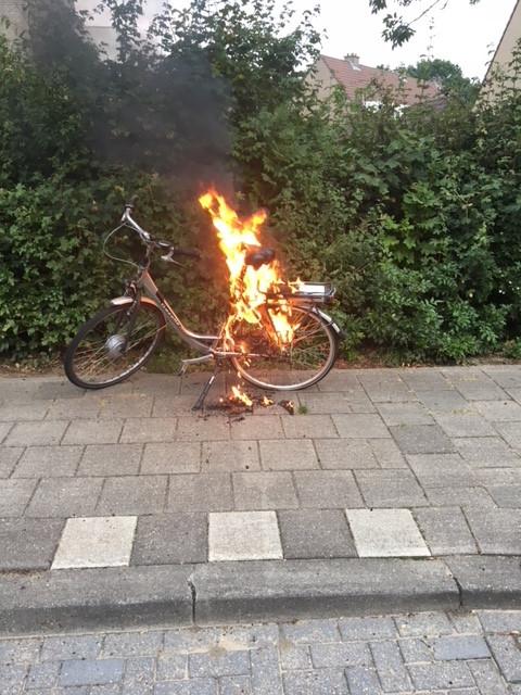 De elektrische Gazelle-fiets van Henk Smits uit Wijchen vatte in augustus pardoes vlam.