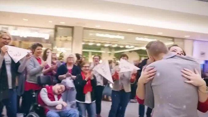 VIRAL3 KERSTSPECIAL: ontroerende flash mobs brengen je meteen in kerstsfeer
