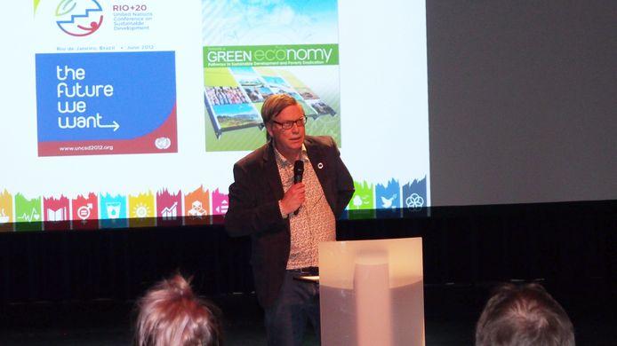 Joop van Hezik als voorzitter van het Global Goals Genootschap in Oisterwijk.
