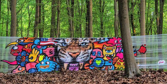 Graffitikunstenaar Vexx was aan de slag in het Hallerbos