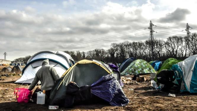 Bijna 200 migranten geëvacueerd uit privébos op industrieterrein in Calais
