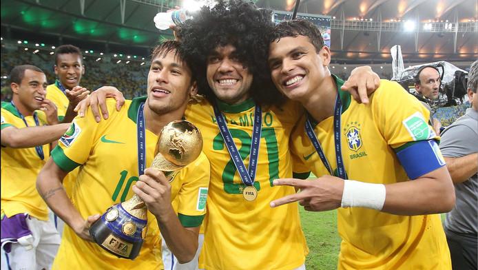 Thiago Silva aurait voulu voter pour Neymar (avec Daniel Alves au centre).
