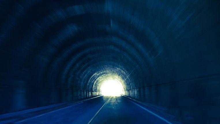 Het licht aan het einde van de tunnel is écht: dit gebeurt er 30 ...
