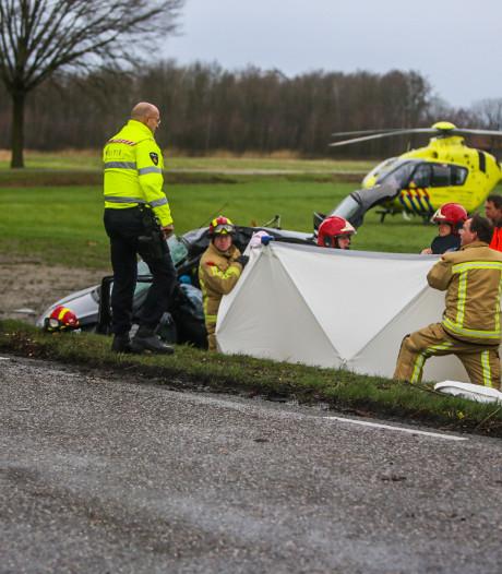 Jonge vrouw zwaargewond bij ongeluk bij Heusden, mogelijk door storm