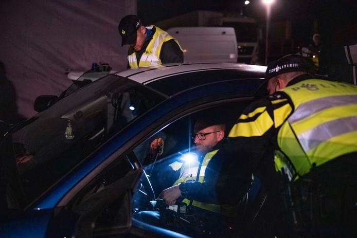 De politie hield dinsdagavond een grote verkeerscontrole, samen met Vlaamse collega's en de douane.