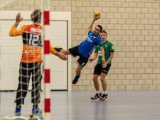 Handballers HC Zeeland stappen met opgeheven hoofd van veld na verlies tegen koploper