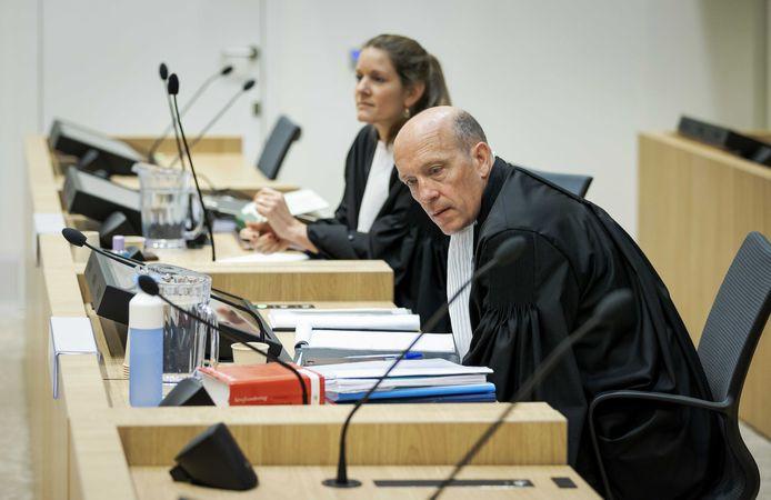 Sabine ten Doesschate (L) and Boudewijn van Eijck,  de advocaten van verdachte Oleg Poelatov.
