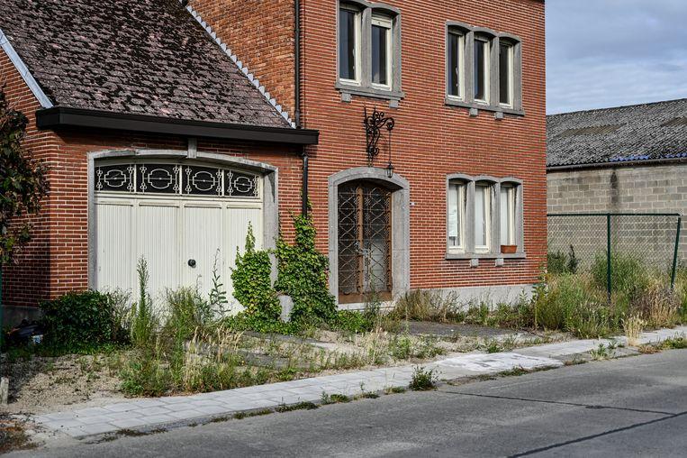 Leegstaande woningen staan te verkrotten.