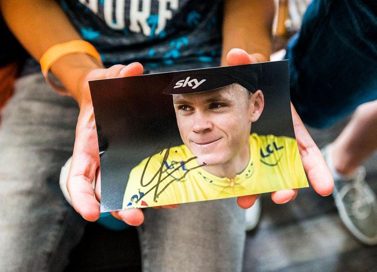 Een fan heeft Froome's handtekening bemachtigd. Beeld null