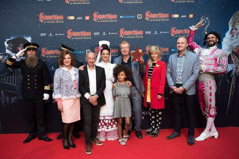 De cast van 'Sinterklaas en de Wakkere Nachten' op de rode loper.