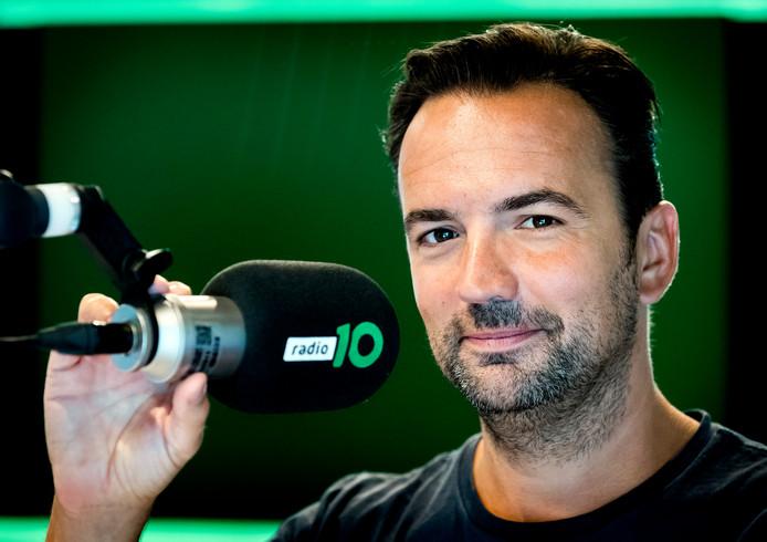 Gerard Ekdom presenteert de ochtendshow op Radio 10.