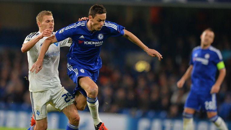 Chelsea-middenvelder ontwijkt een tackle. Beeld afp