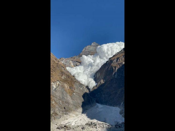 Une incroyable avalanche filmée au Népal