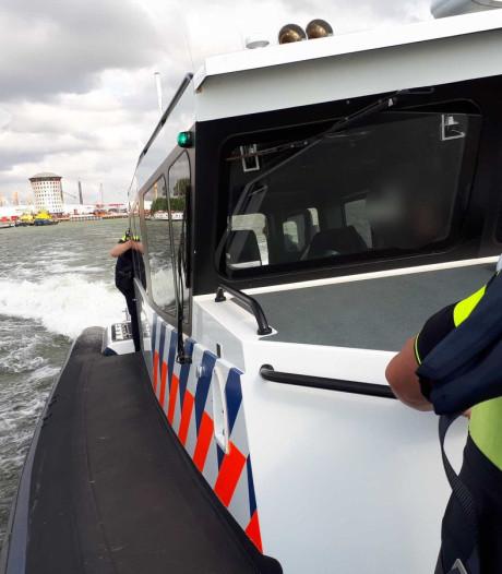 Bemanning binnenvaartschip sluit inbreker op in woonverblijf