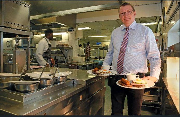 Henk Breukelaar, eigenaar van Waanders, doet het hotel binnen nu en drie jaar over aan Jan Mulder Vastgoed.