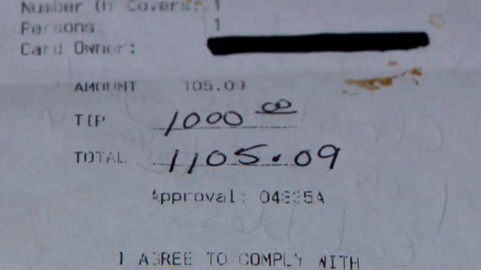 """Serveerster krijgt fooi van 1000 dollar: """"Ik kan het niet geloven"""""""