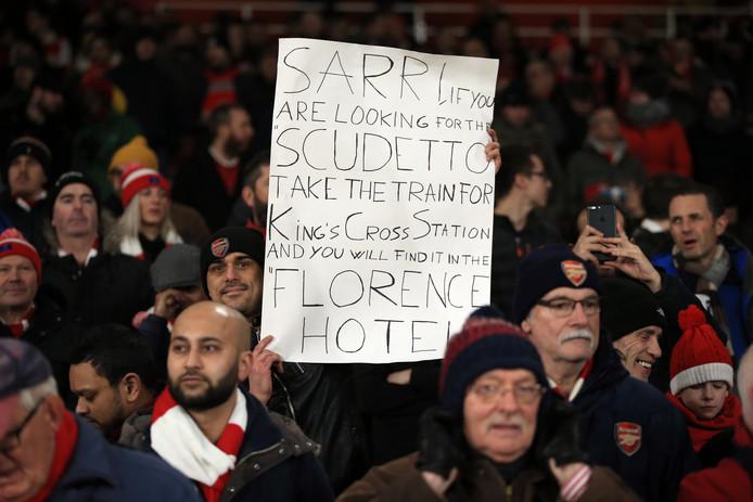 Arsenal-fans sarren Sarri.