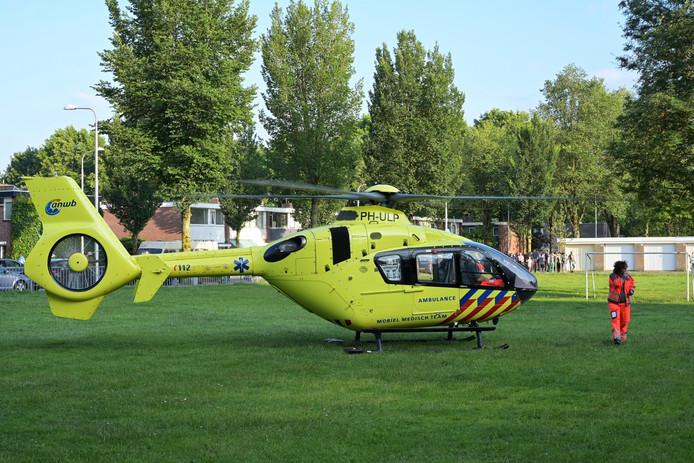 Traumahelikopter landt op speelveld in Tilburg