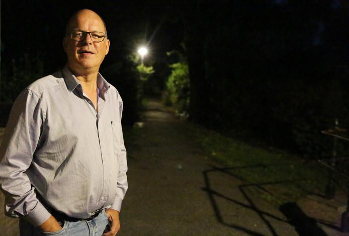 Zodra de avond valt in Lochem, wisselen jongeren geld en drugs uit, aldus Arjen Dieperink. Hij gaat de barricades op.