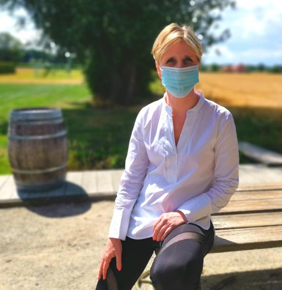Ademcoach Katrien Geeraerts geeft tips over hoe je angstaanvallen en hyperventilatie kan voorkomen bij het dragen van een mondmasker.