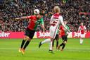 Kasper Dolberg scoorde tegen NEC met een spectaculaire achterwaartse kopbal.