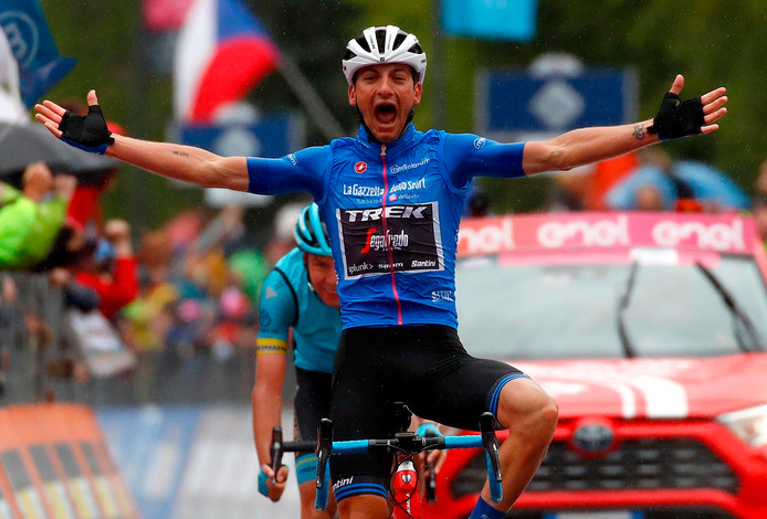 Team Trek rider Italy's Giulio Ciccone celebrates his victory as he crosses the finish line to win in the stage sixteen of the 102nd Giro d'Italia - Tour of Italy - cycle race, 226kms from Lovere to Ponte Di Legno on May 28, 2019. (Photo by Luk BENIES / AFP)