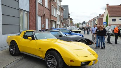 Blinkende Amerikaanse wagens en motors op zesde 'All American Day'