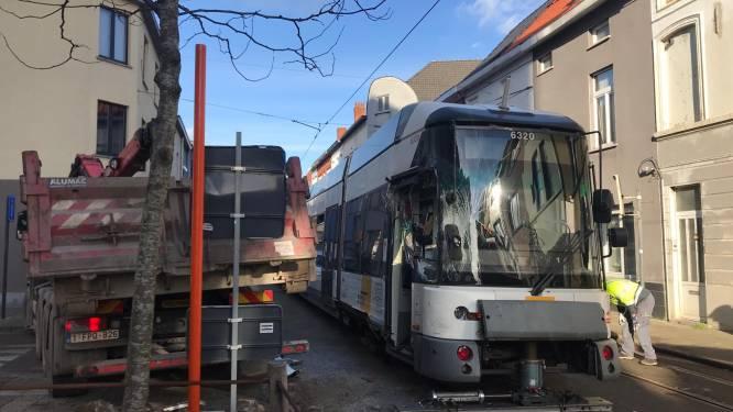 Botsing met vrachtwagen leidt tot ontspoorde tram in Ledeberg, weg weer vrijgemaakt