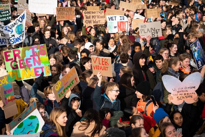 Scholieren kwamen vorige week donderdag massaal naar het Malieveld in Den Haag om actie te eisen voor een beter klimaat.