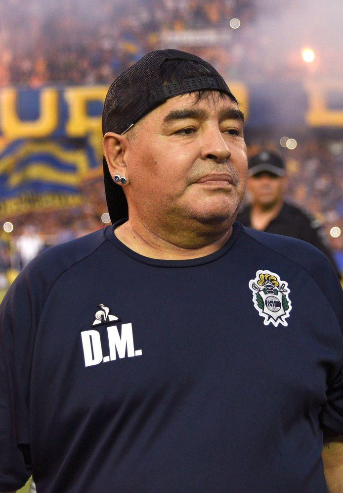 Diego Maradona als coach van Gimnasia tijdens het duel met Rosario Central.