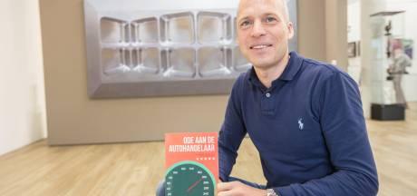 Galeriehouder  uit Nuenen schrijft grappig boek over autoverleden