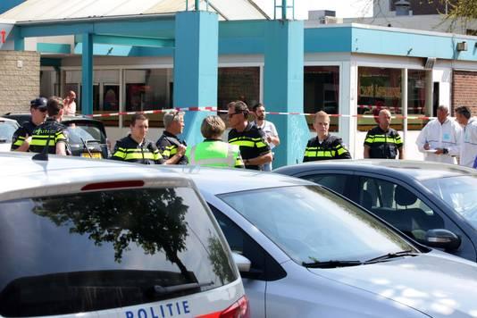 Veel politie bij het Nijmeegse café Istanbul na de dubbele moord.