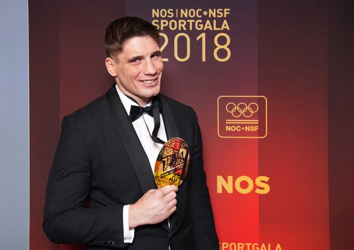 Rico Verhoeven met de prijs voor Zapp Sporter van het jaar tijdens het NOC*NSF Sportgala 2018.