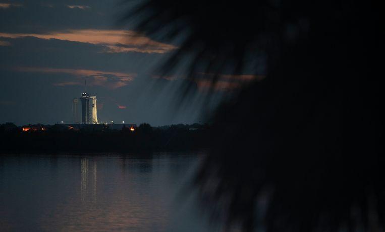 Zo lag de lanceerlocatie er woensdagochtend bij zonsopkomst bij. Er bestaat een gerede kans dat slecht weer een lancering woensdagavond onmogelijk maakt. Beeld (NASA/Joel Kowsky)
